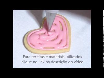 Como fazer biscoitos de coração decorados com glacê