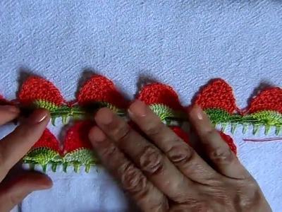 Bico em croche com morangos - PARA CANHOTO