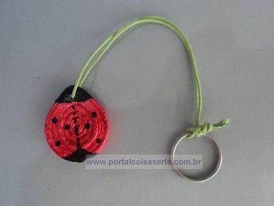 Chaveiro em formato de joaninha com material Reciclado