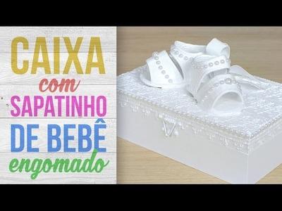Caixa com Sapatinhos de Bebê Engomados {Laqueado Branco}