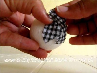 Como fazer uma pinha de natal com tecido e bola de isopor
