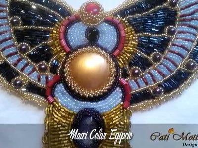Maxi colares e acessórios bordados com pedraria