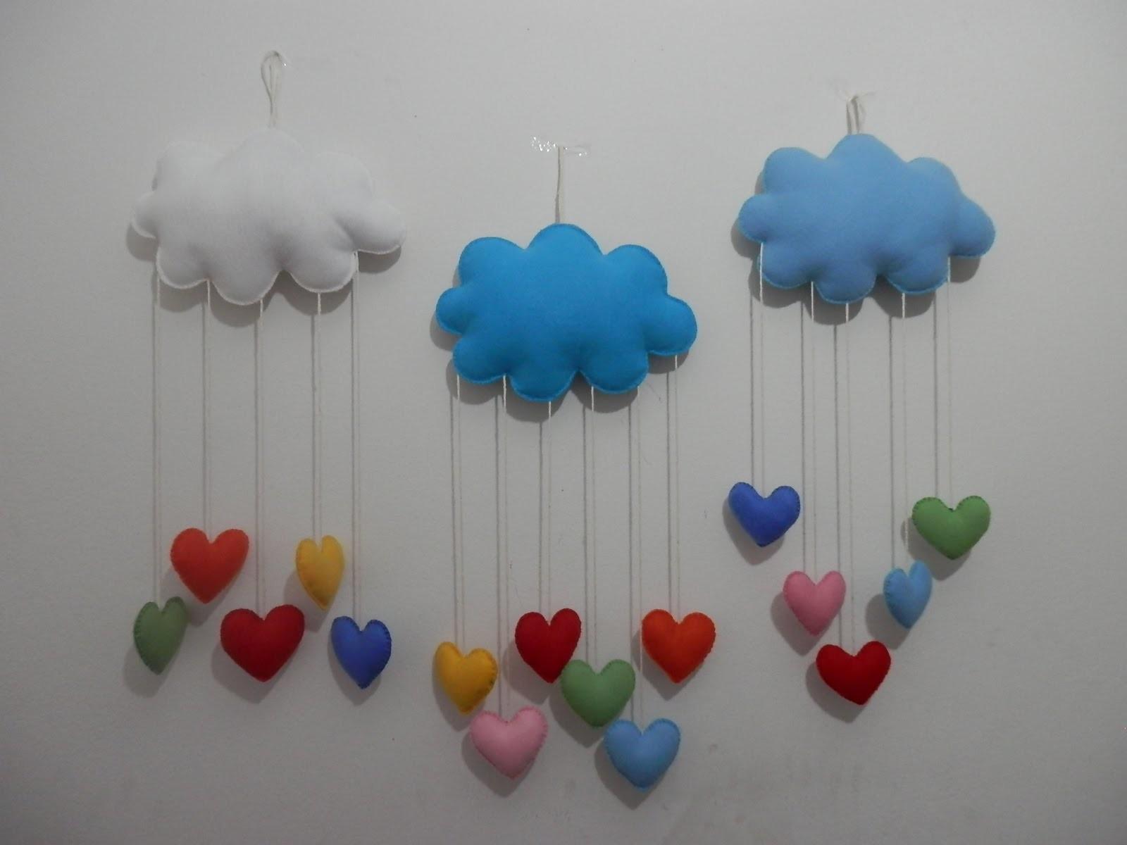 Mobile nuvem e corações em feltro - PAP