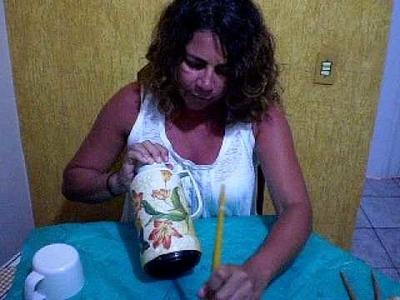 Teca Silvestre Pintando Arte - 4 parte  Decoupage e craquele numa garrafa Térmica