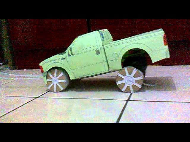 Carro de papel com suspensao pneumatica.