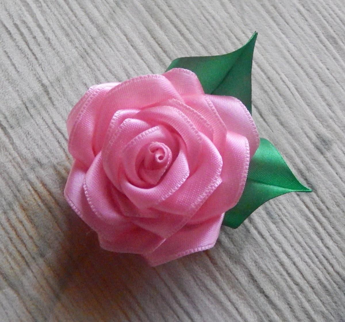 Crie uma Linda Flor de Fita de Cetim