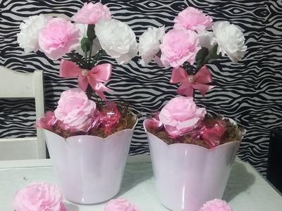 Aula 29 - Como fazer arranjos com flores de papel crepom (Artesanato)