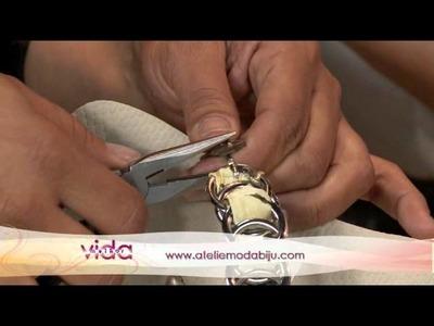 Customização de chinelo com fitas e pedraria