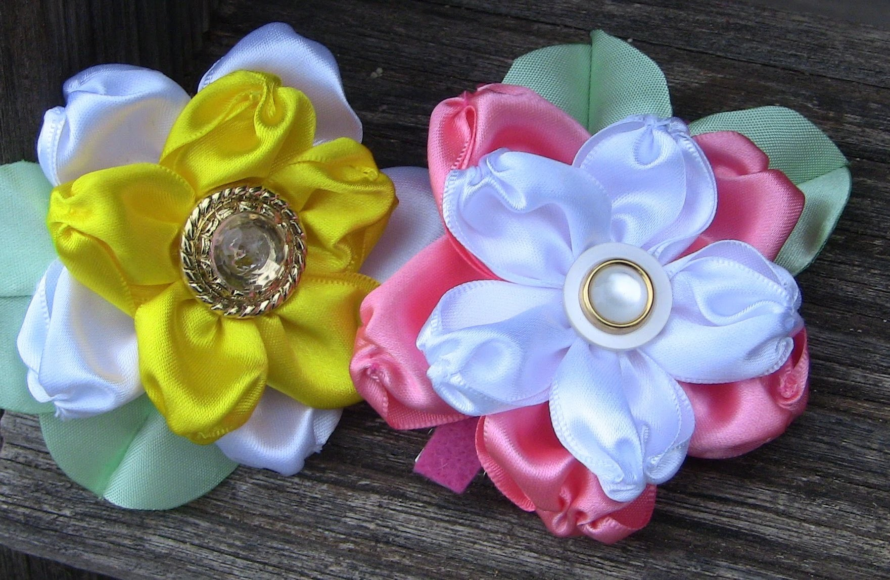 HOW TO MAKE ROLLED RIBBON ROSES- fabric flowers- flor em fitas  de cetin Passo a Passo