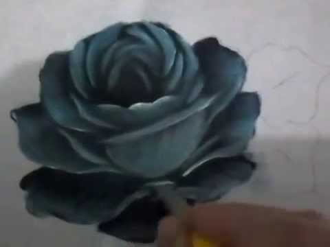 Rosa azul desenhando e pintando
