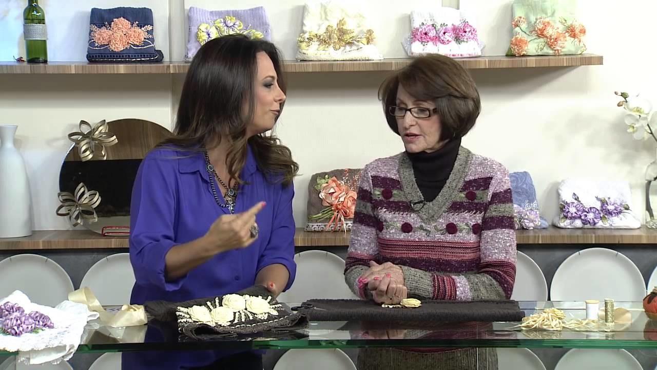 Aprenda a decorar tecidos com o bordado de flores de cetim
