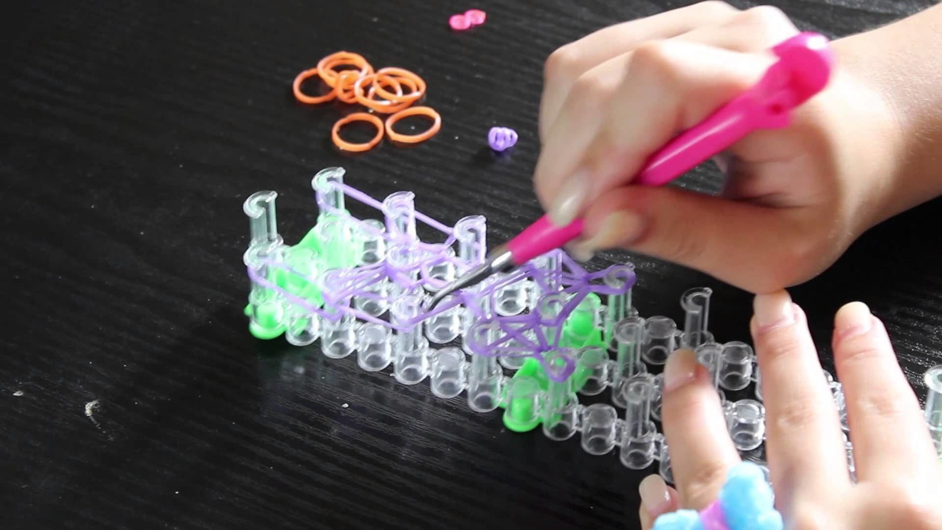 Como Fazer Um Anel de Lacinho de elasticos rainbow loom bands