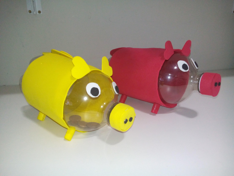 Cofrinho de porquinho feito com garrafa pet