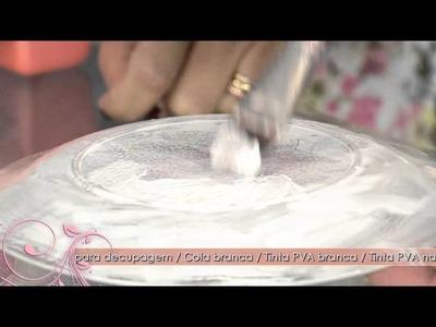Aprenda a fazer um prato decorativo com a técnica de decupagem e craquelê com cola!