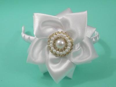 Faça você mesma: tiara com flor de fita de cetim