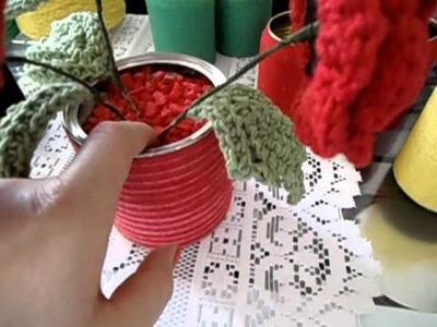 Latinha decorada com barbante - vasinho com flores em crochê - produtos Cia Textil