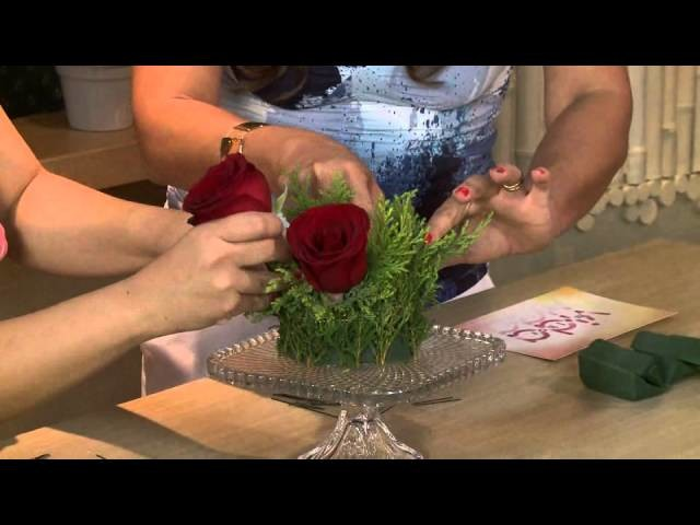 Aprenda a fazer um arranjo de flores para deixar sua ceia de natal linda!