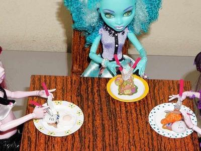 Como fazer pratos e talheres (colher, garfo e faca) para boneca Monster High, Barbie, etc