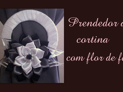 Prendedor de cortina com flor de fita de cetim. Catch curtain with flower satin ribbon