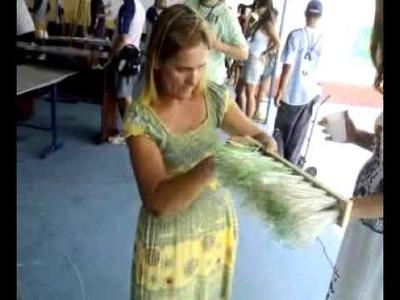Fabricação de vassouras utilizando garrafas pet