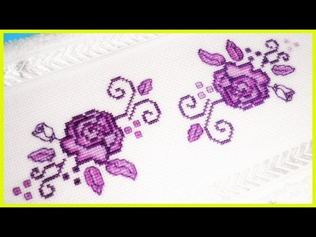 Toalha bordada com flores roxas ponto cruz