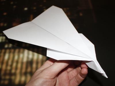 Como fazer um avião de papel. planador - (Novo Modelo)