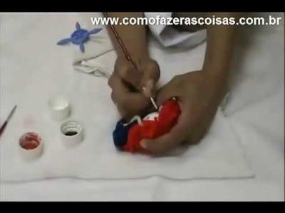 Como fazer uma boneca de fuxico de tecido e chaveiro - parte 8