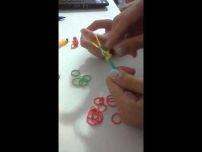 Tutorial de como fazer bananas de elastico rainbow loom ( feito com Crystal Snow MLP)