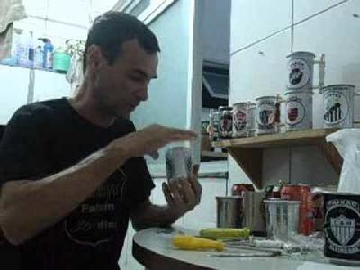 Como fazer canecas com latas de cerveja