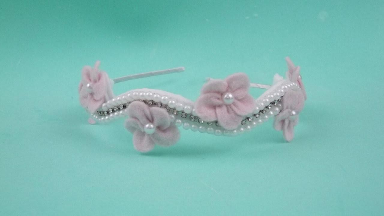 Faça você mesma: tiara de pérolas com flores de feltro