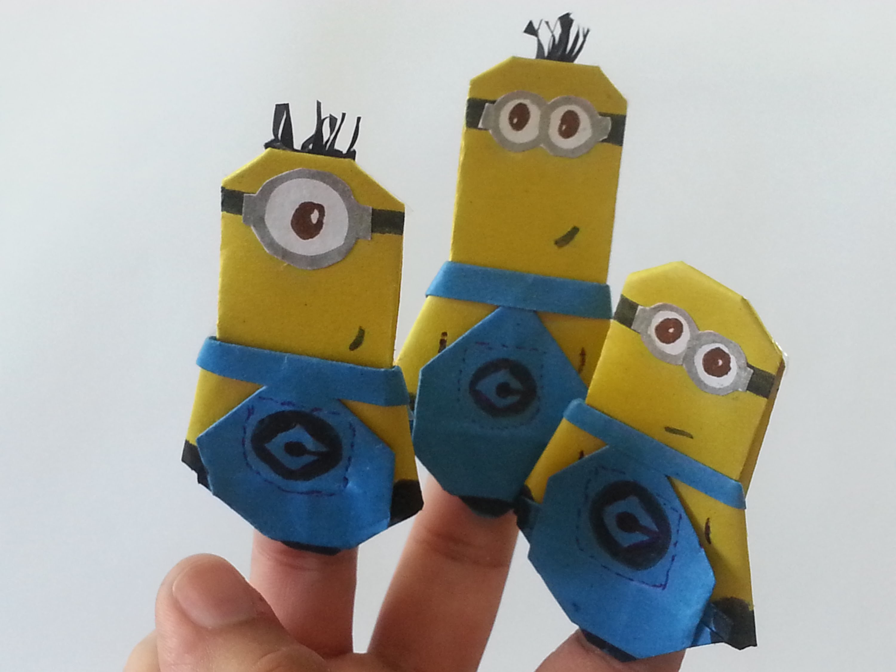 Minions origami paper finger puppet - dedoche