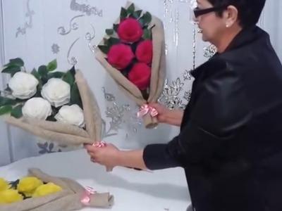 Aula 11 - Como fazer arranjos com flores de papel crepom - Artesanato