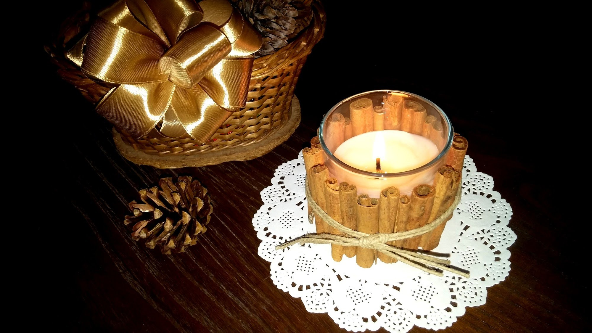 Vela decorada com paus de canela - DIY - Aromatic candle with cinnamon