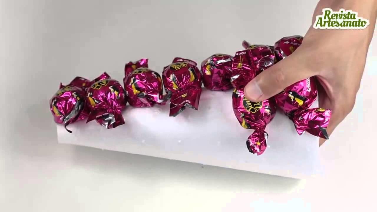 Mini árvore de Natal feita com bombons   Artesanato