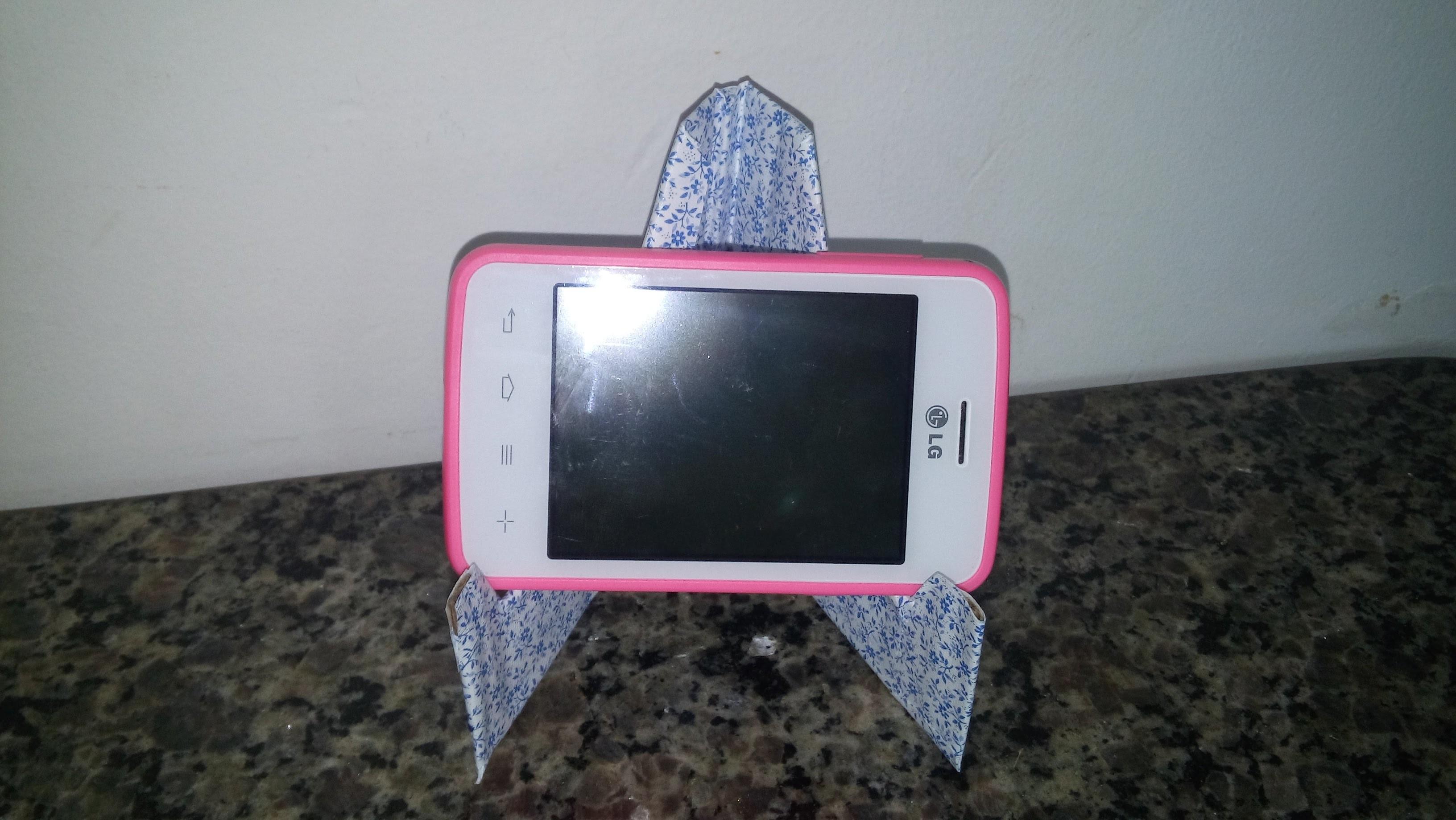 DIY CRAFTS - Porta Celular. Descanso pra celular feitos com Papelão - A Máscarada