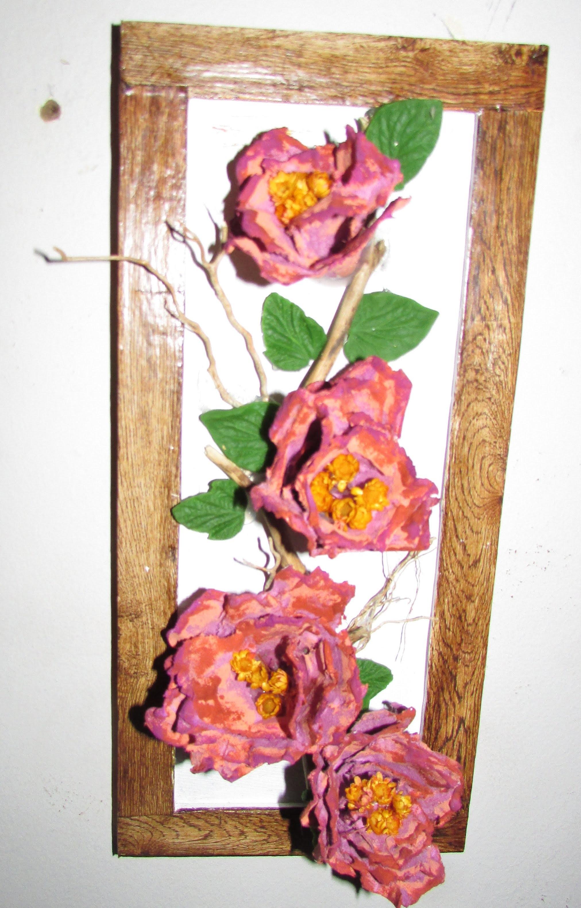 Quadro decorativo com galho seco e flores de papel reciclavel