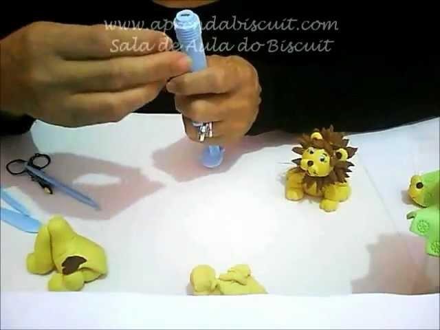 Tampa de vidro e leãozinho em biscuit