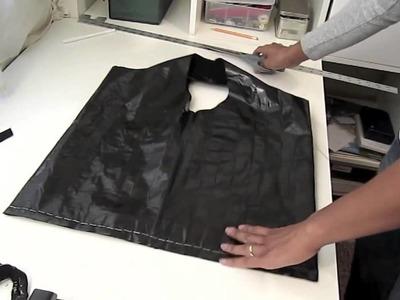 Como fazer uma bolsa usando camiseta, silver tape e grampeador