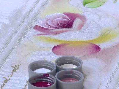 Mulher.com - 21.08.2015 - Pintura de rosas em toalha - Ana Laura Rodrigues PT2