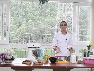 Naked cake de chocolate com mousse de cream cheese e creme de avelã: aprenda a fazer essa delícia!