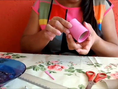 Mini cesta feita com rolo de papel higiênico