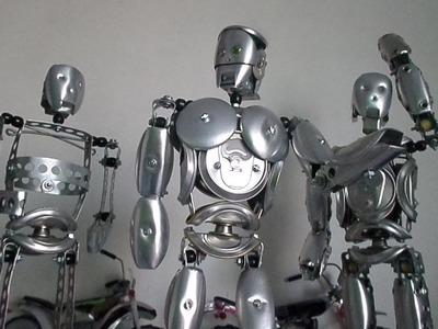''Tutorial 03'' Robô de Latinhas de refrigerantes e fita perfurada.