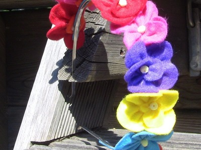 Tiara com flores em feltro colorida