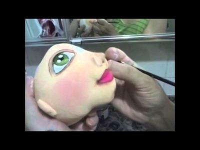 Pintando rosto de boneca de pano