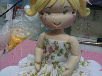 Boneca fofinha em biscuit e roupa tecido- Final