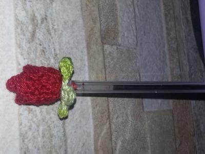 Mini rosa de croche para customizar caneta