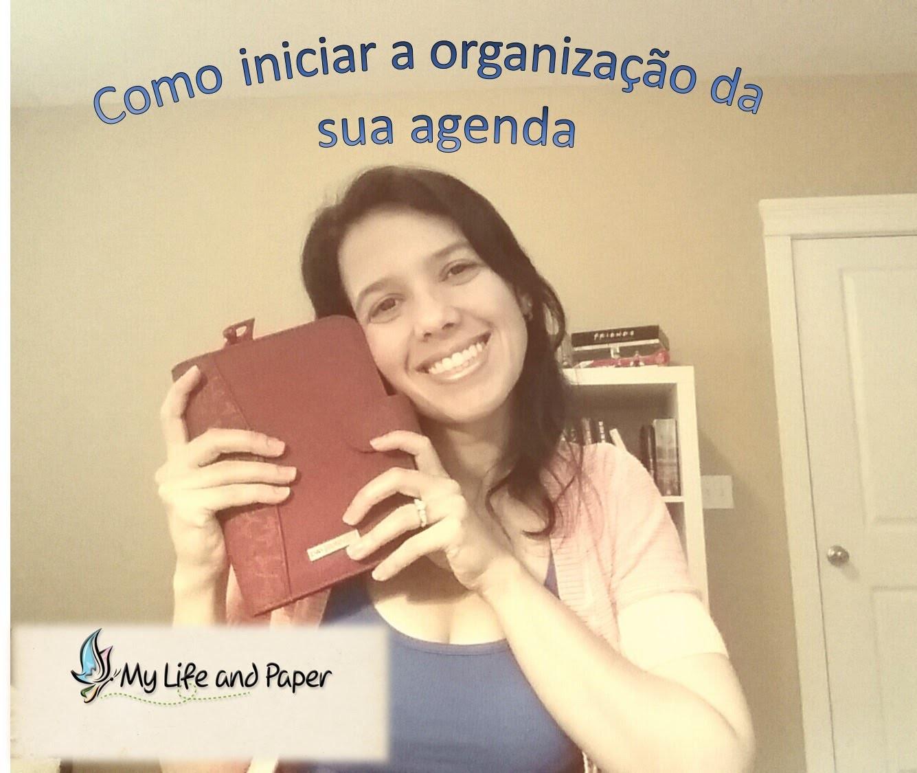 Se organizando com uma agenda.How to organize your life with a planner
