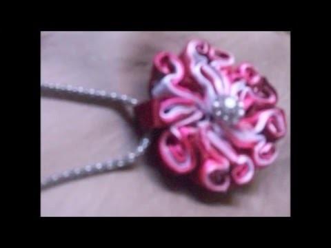 DIY: Medalhao Kanzashi. necklace kanzashi.  medallion.Ribbon.Kanzashi.DIY