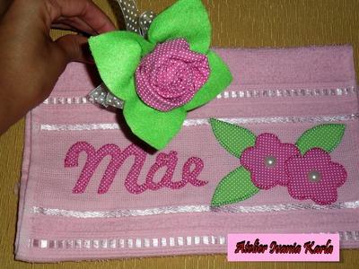 Diy: rosa de tecido + toalhinha bordada com aplique.