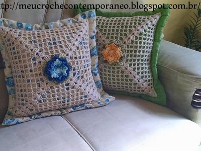 Almofada com Square em Crochê e Flor Maria Helena